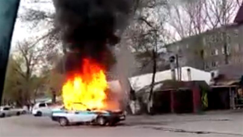 Патрульное авто горело в Алматинской области