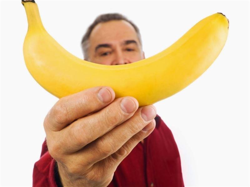 Врачи рассказали, каким людям нельзя есть бананы