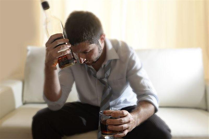 Генетики рассказали, в чем разница между пьянством и алкоголизмом