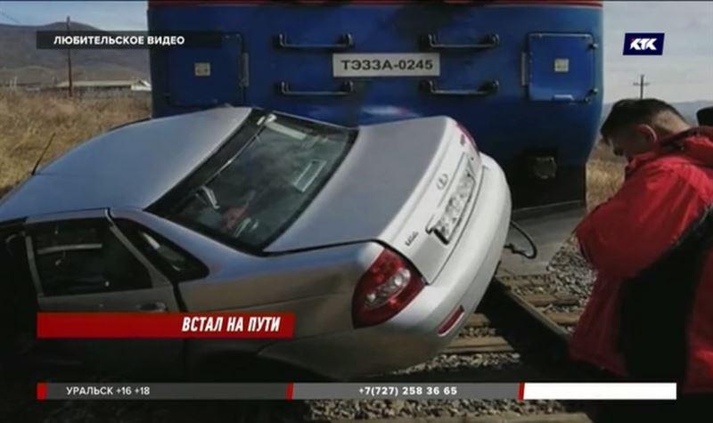 Легковушка попала под поезд в ВКО