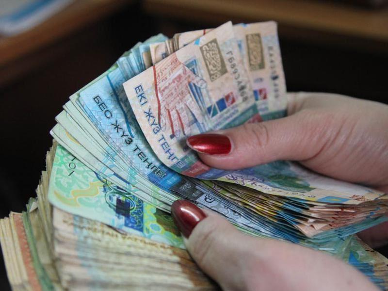 По итогам дневных торгов доллар стоит 379,8 тенге