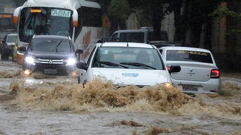 Мощное наводнение обрушилось на Рио-де-Жанейро, есть погибшие