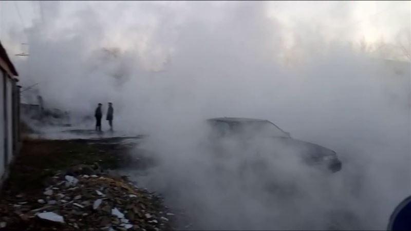 Порыв тепломагистрали в Алматы: четыре человека пострадали