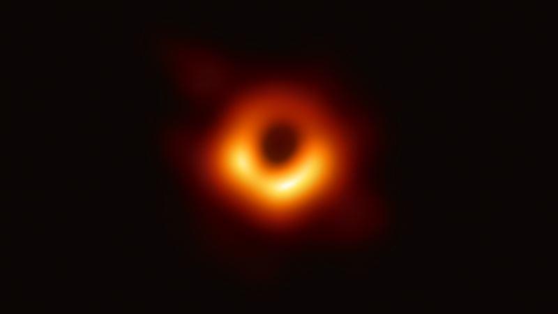 Астрономы опубликовали первое фото «тени» черной дыры
