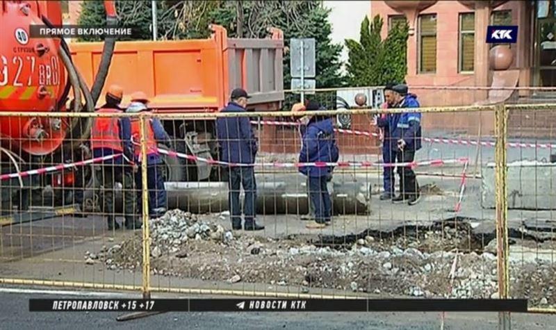 Вторую трубу за сутки прорвало в Алматы