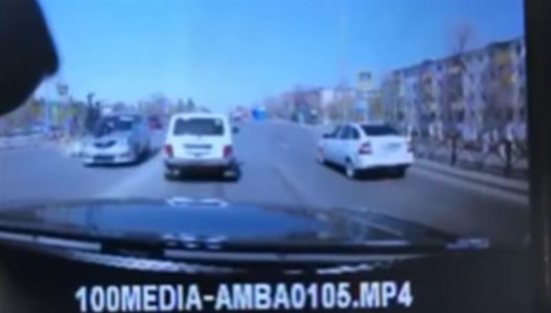 В Костанае автомобиль сбил двух школьниц
