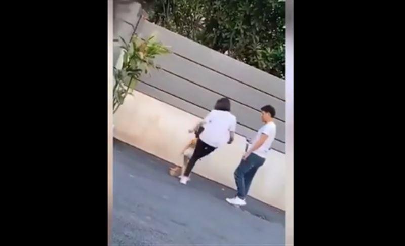 Женщина пнула трехлетнюю дочь, уставшую позировать фотографу