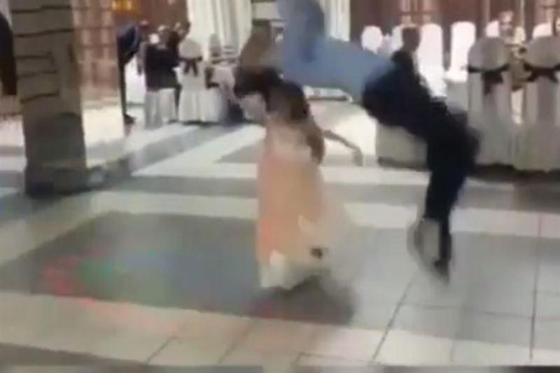 Танцор лезгинки упал на девочку во время исполнения сальто