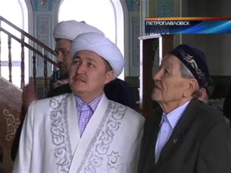 В Петропавловске на хранение в мечеть передали настоящую святыню