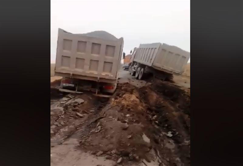 Қарағанды облысында 2 жүк көлігі жер астына түсіп кетті