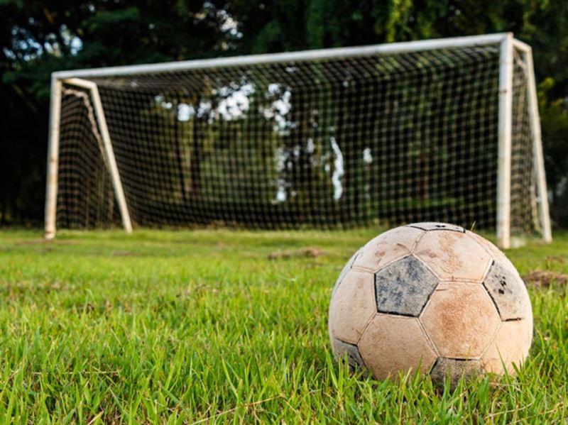 Дене шынықтыру пәнінде оқушының үстіне футбол қақпасы құлады
