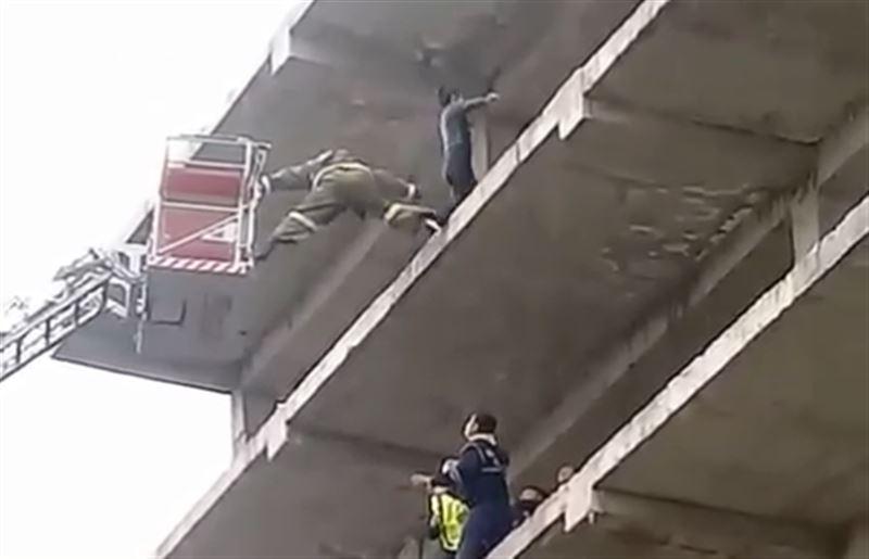 Пожарный Тараза спас девушку, пытавшуюся покончить с собой