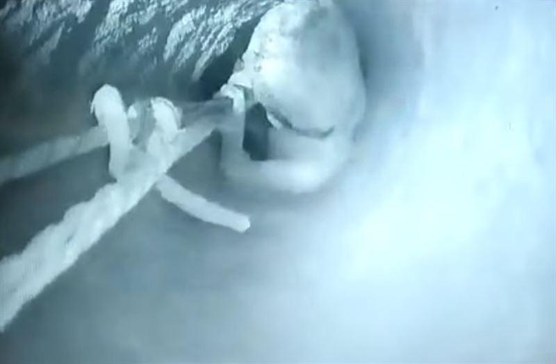 В Индии ребенок провалился в 30-метровый колодец