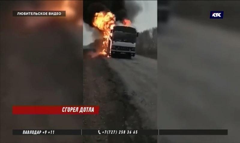 На трассе в ВКО загорелся автобус с пассажирами
