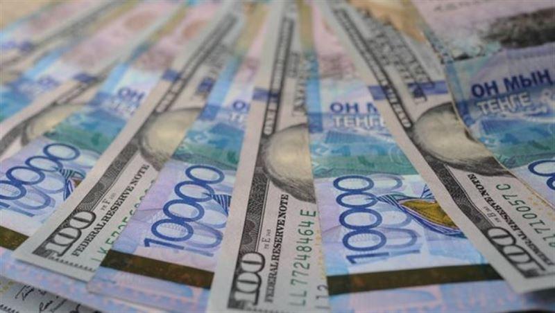 Средневзвешенный курс долларасоставил 379,32 тенге