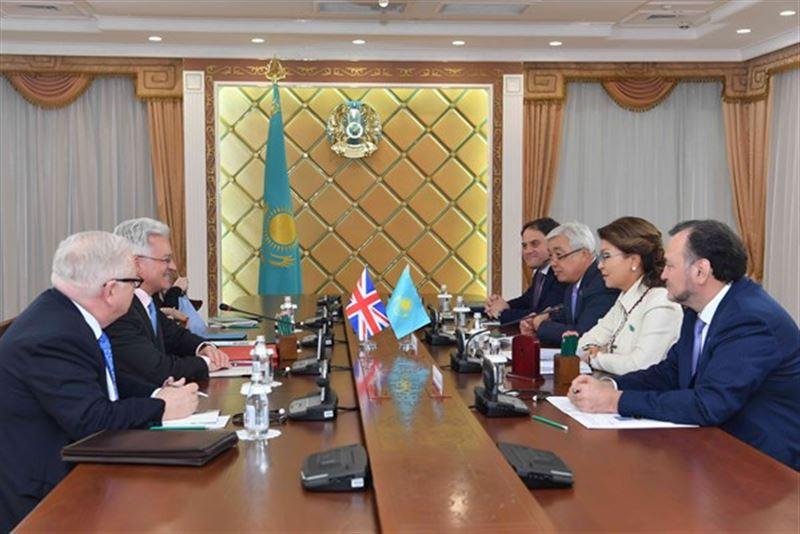 Назарбаева встретилась с британским министром по делам Европы и Америки