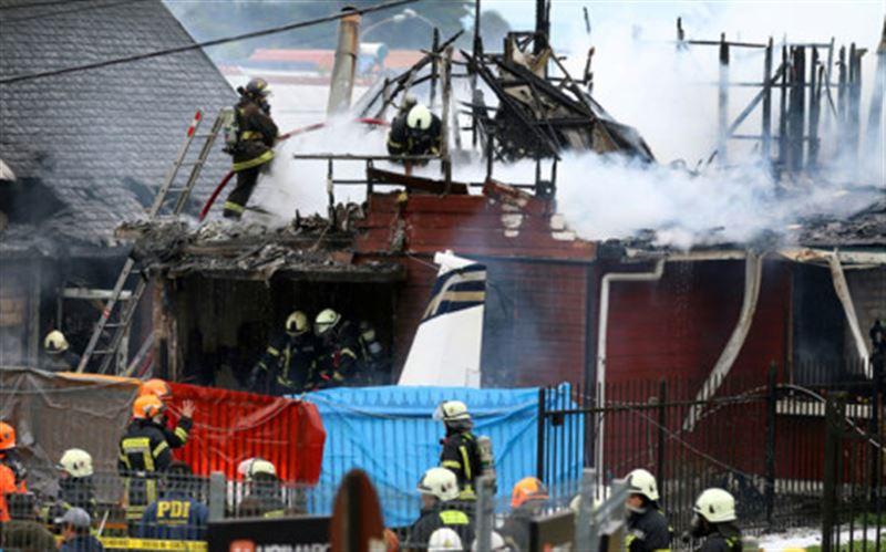 Самолет рухнул на жилые дома в Чили. Есть жертвы