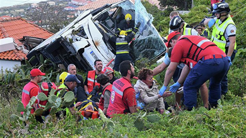 Автобус аударылып, 29 адам мерт болды