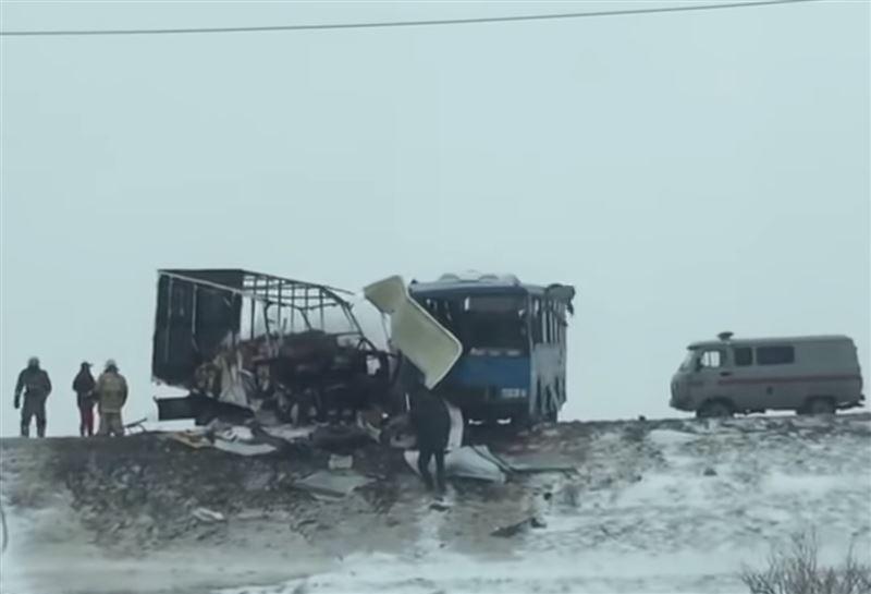 Мужчина погиб при столкновении трех автомобилей на трассе Атырау – Доссор