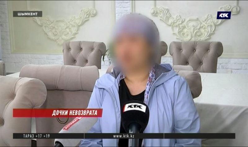 Мать девочек, которых два года жестоко пытала мачеха, хотела похитить их