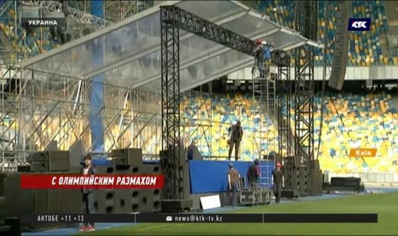 Порошенко и Зеленский собрали стадион