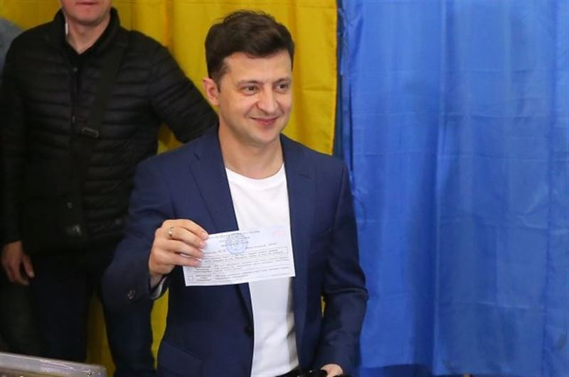 К Зеленскому приехала полиция из-за нарушения тайны голосования