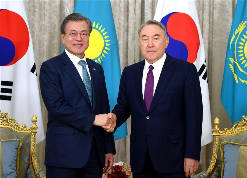 Нурсултан Назарбаев встретился с президентом Республики Корея Мун Чжэ Ином