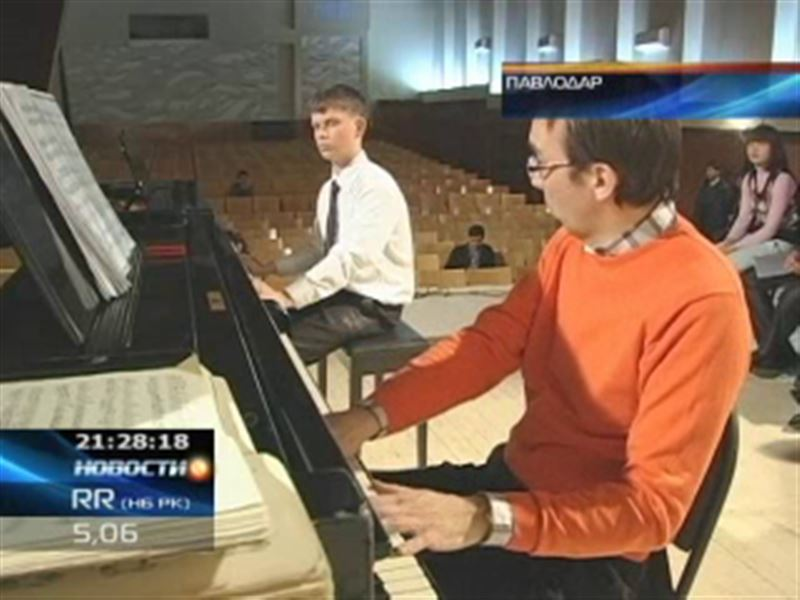 В Павлодаре пианист Тимур Урманчеев и оперный певец Медет Чотабаев дали мастер-классы