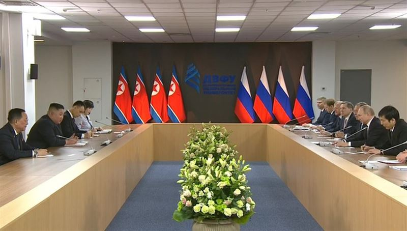 Президент России Владимир Путин и лидер Северной Кореи Ким Чен Ын начали переговоры