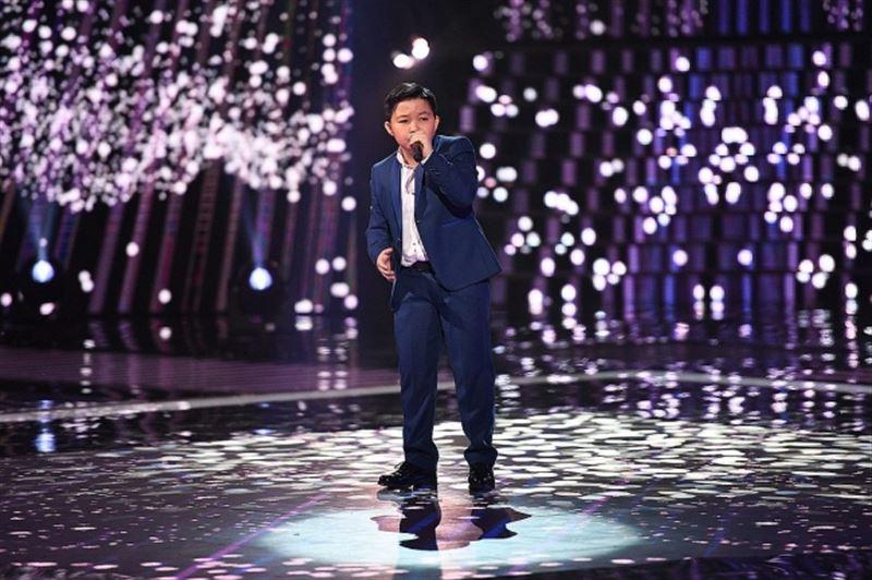 Алла Пугачёва наградила участника шоу «Голос. Дети» Ержана Максима своей премией