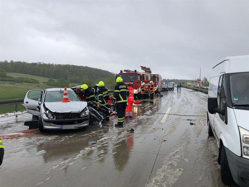 Масштабное ДТП в Германии: из-за града столкнулись 50 машин