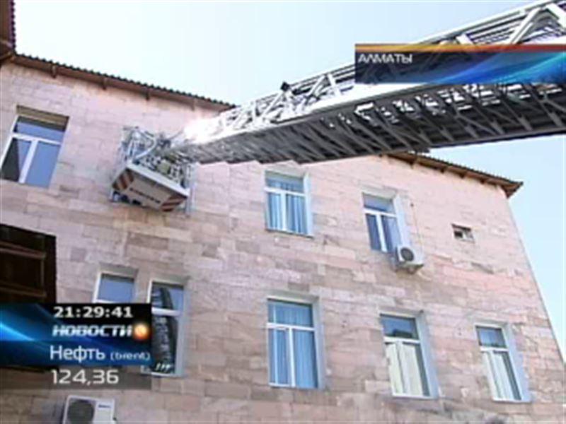 В центре крови в Алматы учились тушить пожар