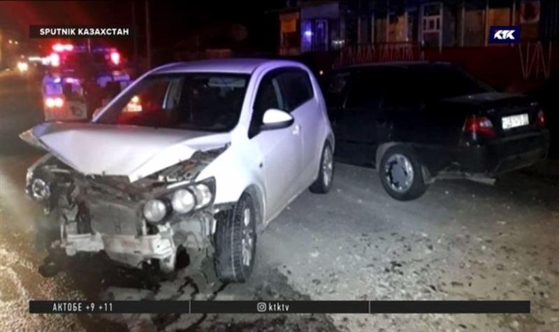 После ДТП водитель одной из иномарок сбежал, бросив свою машину