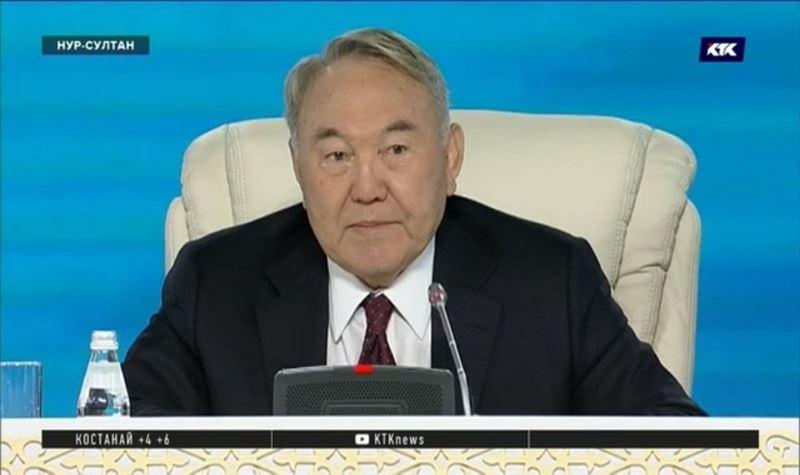 «Могу слушать сколько угодно» - Назарбаев шутил и откровенничал на Ассамблее народа Казахстана