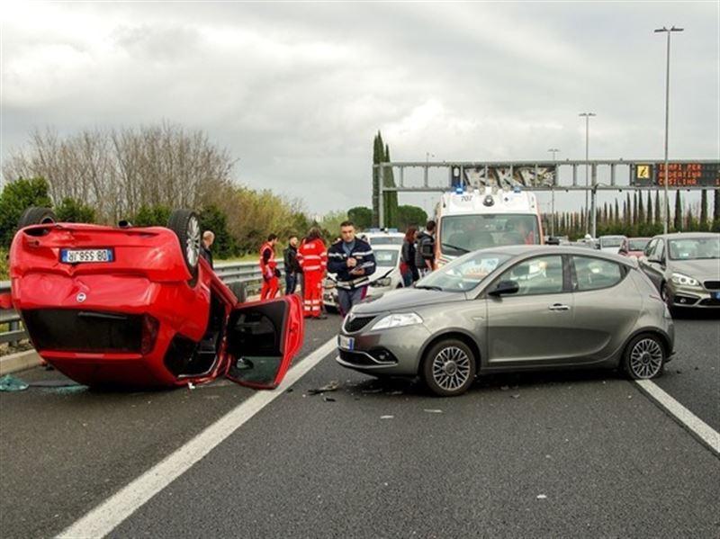 Более 50 авто попали в ДТП в Германии