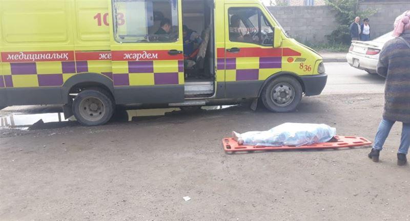 Пятилетняя девочка скончалась под колесами автомобиля в Алматы