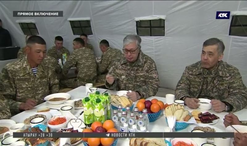 Касым-Жомарт Токаев отведал солдатской каши