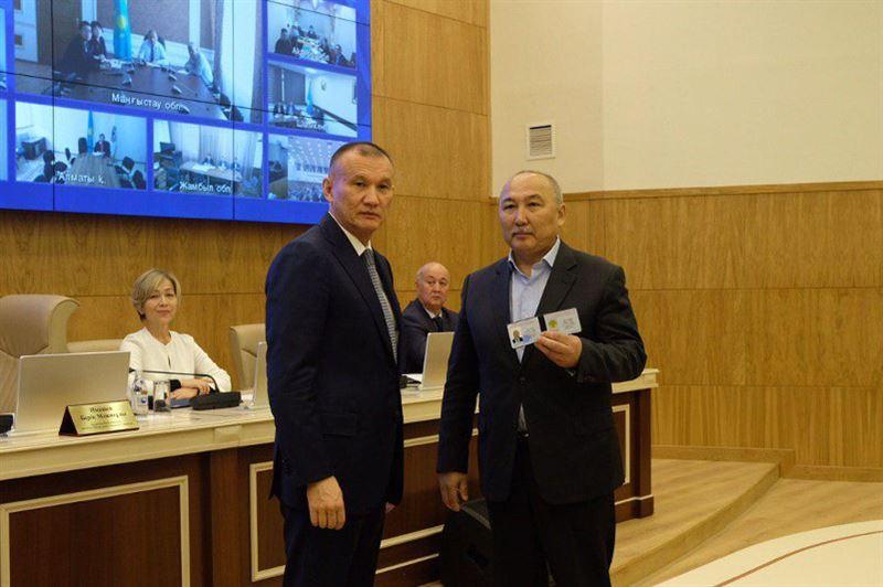 Амангельды Таспихову вручили удостоверение кандидата в президенты РК
