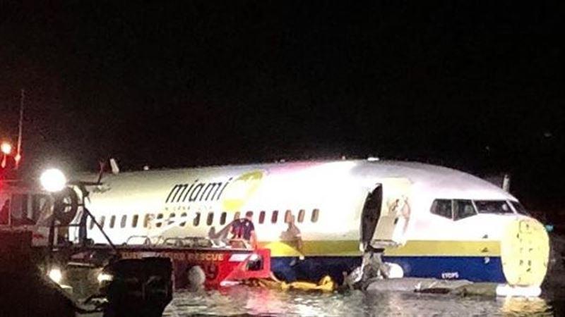 Во Флориде самолет Boeing 737 свалился в реку