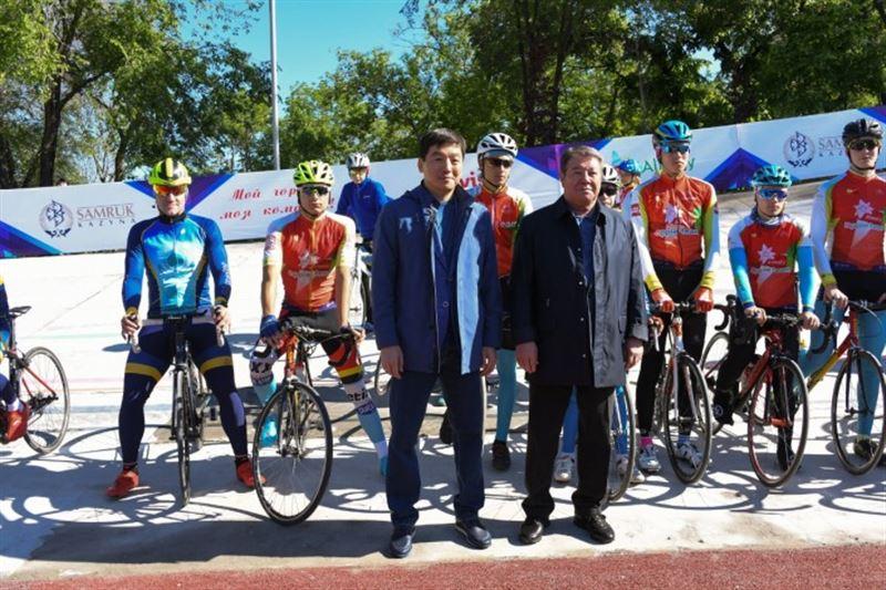 Аким Алматы Бауыржан Байбек показал отремонтированный велотрек в городе