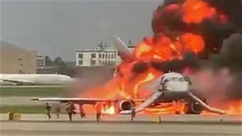 Загоревшийся в Шереметьево самолет потушили