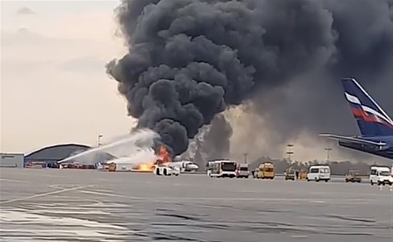 СК: двое детей сгорели в самолете в Шереметьево