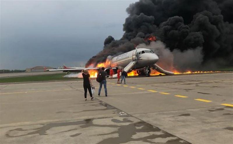 Появилось видео из салона загоревшегося в Шереметьево самолета