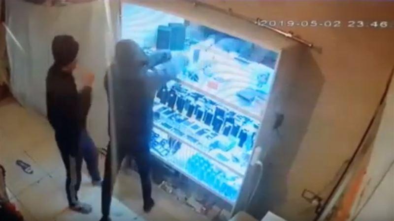 Елордада ломбардты тонағандар видеоға түсіп қалды