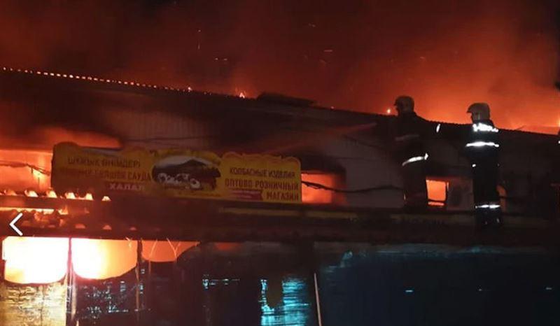 На Центральном рынке Актобе вспыхнул пожар