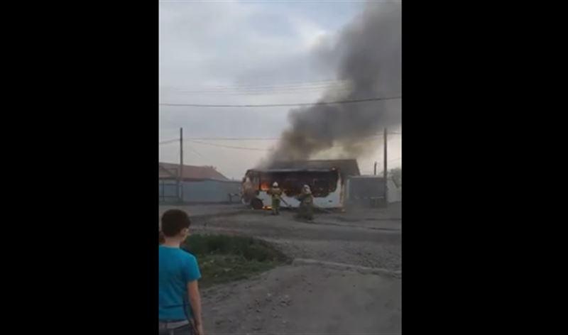 Пожар вспыхнул в автобусе в Петропавловске
