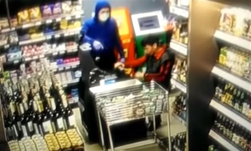 В столице задержали вооруженного преступника, ограбившего магазин