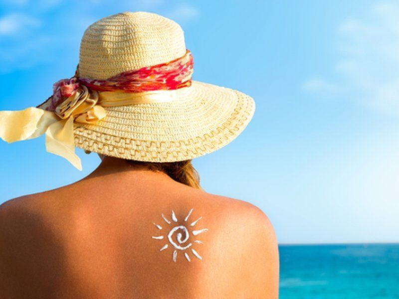 Ученые рассказали, почему опасно использовать солнцезащитный крем