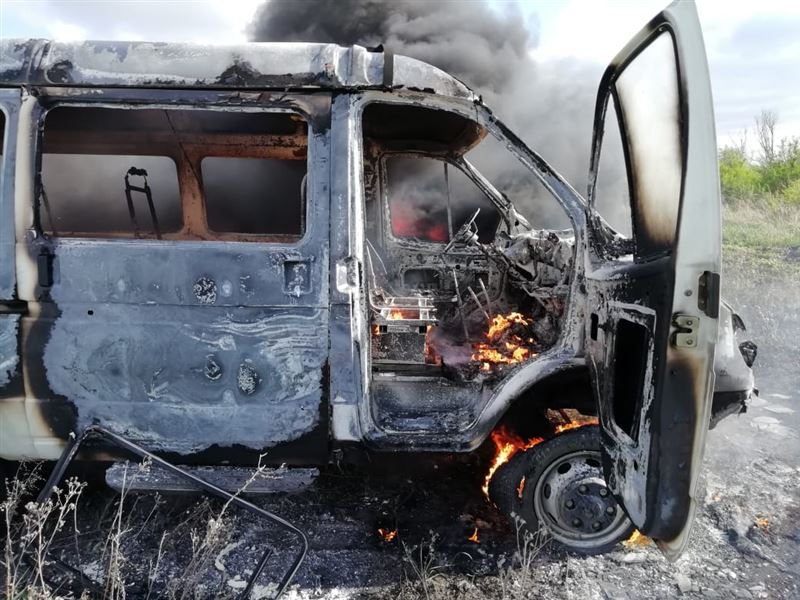 В СКО полицейские спасли 11 детей из горящего микроавтобуса