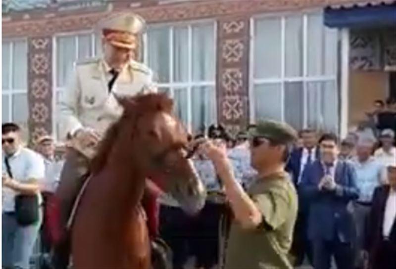 Президент поручил разобраться с «нескромным поведением» главы ДП Атырауской области